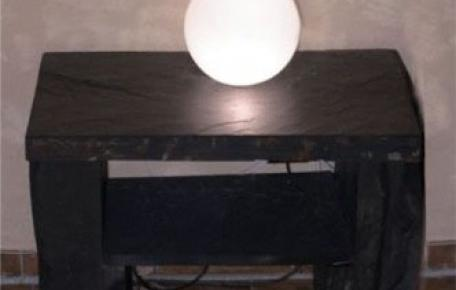 Schiefer Nachttisch